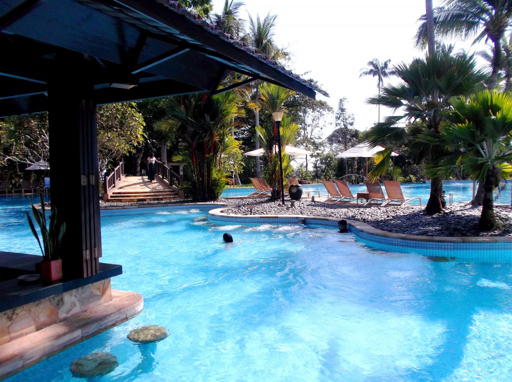 Swimming Pool Travel : The swimming pools you will need to see traveling time